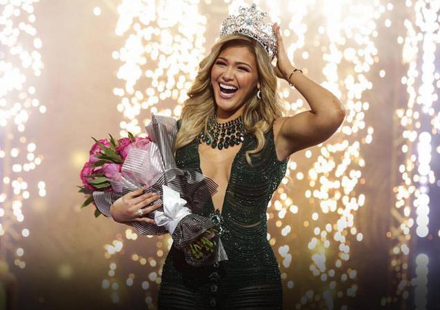 Migbelis Castellanos, reina del concurso Nuestra Belleza Latina