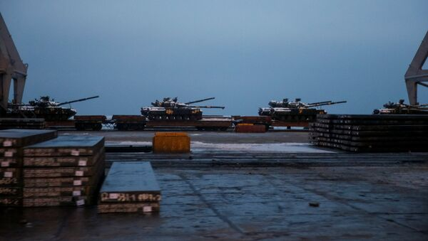 Kiev desplaza vehículos blindados a la ciudad de Mariúpol - Sputnik Mundo