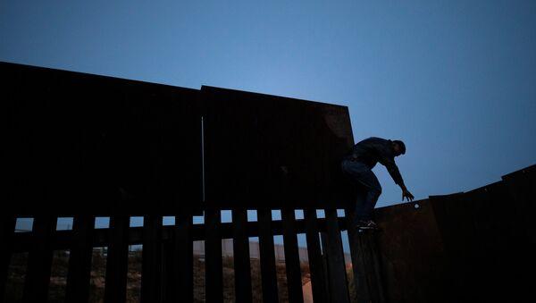 Migración irregular en la frontera entre México y EEUU - Sputnik Mundo