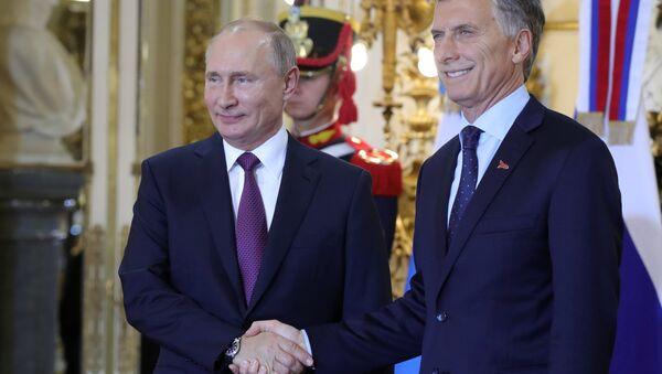 Presidente de Rusia, Vladímir Putin, con su par argentino, Mauricio Macri, durante la cumbre del G20 - Sputnik Mundo