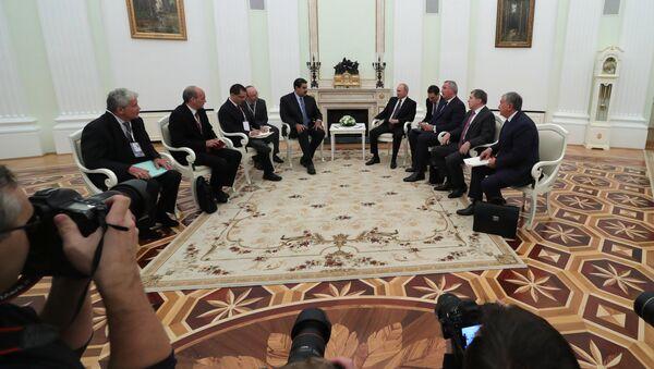 Nicolás Maduro, presidente de Venezuela y Vladímir Putin, durante su reunión en Moscú - Sputnik Mundo