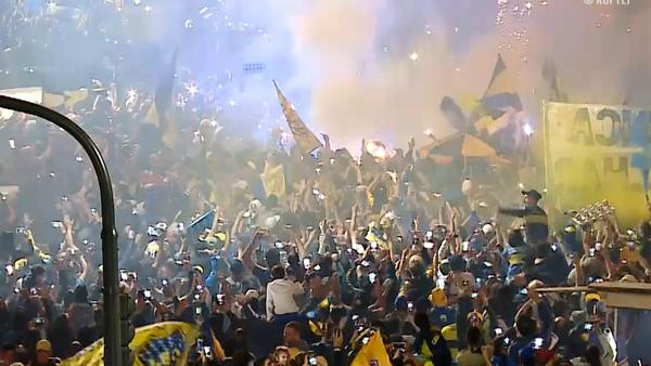 Buenos Aires se tiñe de azul y oro con la partida de Boca con destino a Madrid - Sputnik Mundo