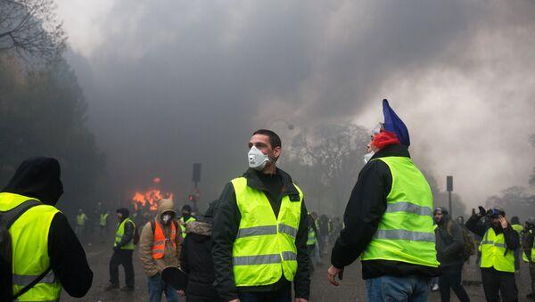 Los 'chalecos amarillos' en Francia - Sputnik Mundo