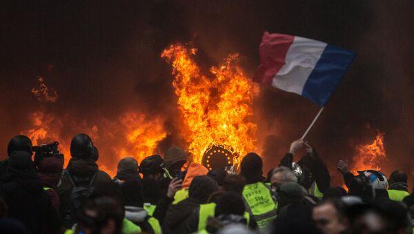 Las protestas de 'chalecos amarillos' en París, Francia - Sputnik Mundo