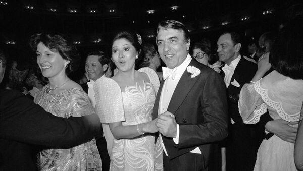 Imelda Marcos (al centro), ex primera dama de Filipinas (archivo) - Sputnik Mundo