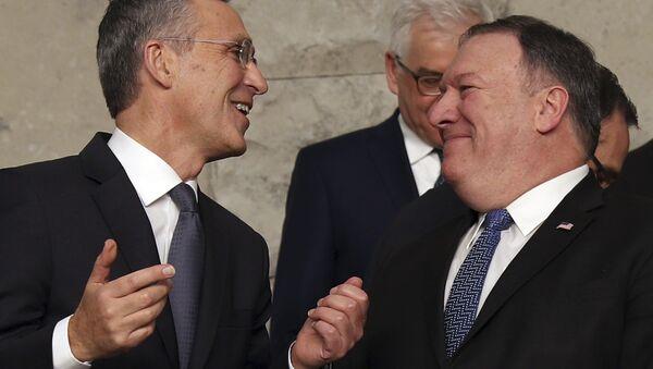 Jens Stoltenberg, secretario general de la OTAN, y Mike Pompeo, secretario de Estado de EEUU - Sputnik Mundo