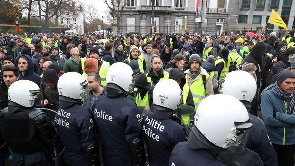 Protestas de 'chalecos amarillos' en Bruselas - Sputnik Mundo