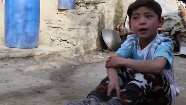 Murtaza Ahmadi, niño afgano saltó a la fama mundial por haber creado una 'camiseta' con el nombre de Lionel Messi - Sputnik Mundo