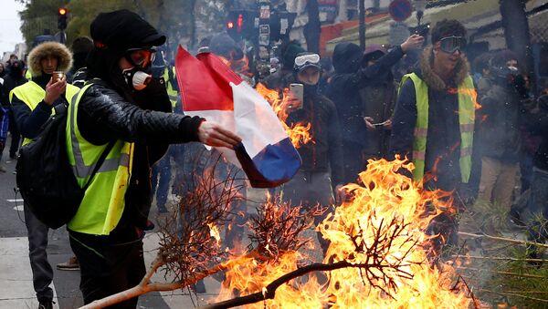Protestas de los 'chalecos amarillos' en París, Francia - Sputnik Mundo