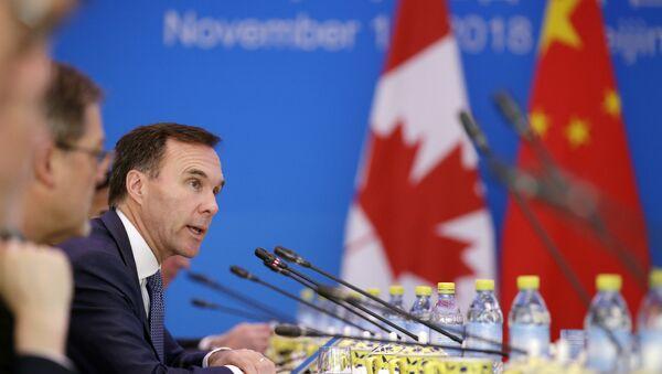 Ministro de finanzas de Canadá, Bill Morneau, durante el primer diálogo China-Canadá en Pekín, 12 de noviembre de 2018 - Sputnik Mundo