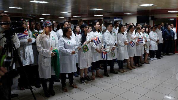 Médicos cubanos (Archivo) - Sputnik Mundo