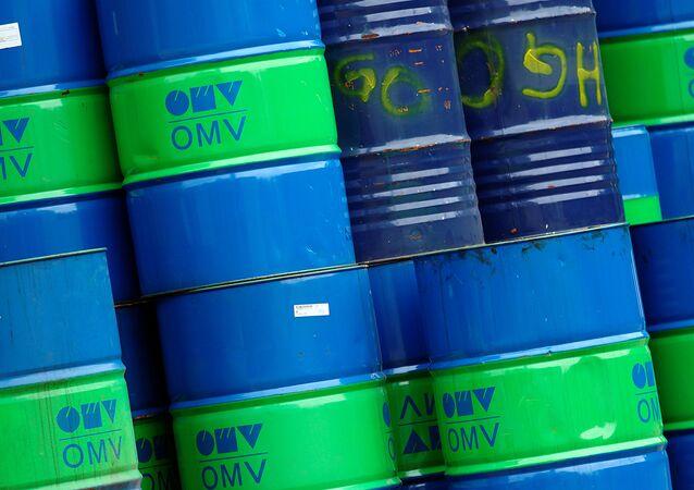Los barriles con el logo del concorcio OMV