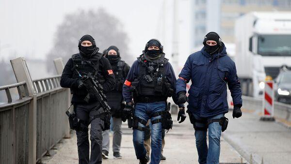 El patrullaje de la policia francesa especial tras el tiroteo de Estrasburgo - Sputnik Mundo