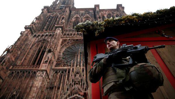 Policía francesa en el lugar del tiroteo en Estrasburgo - Sputnik Mundo
