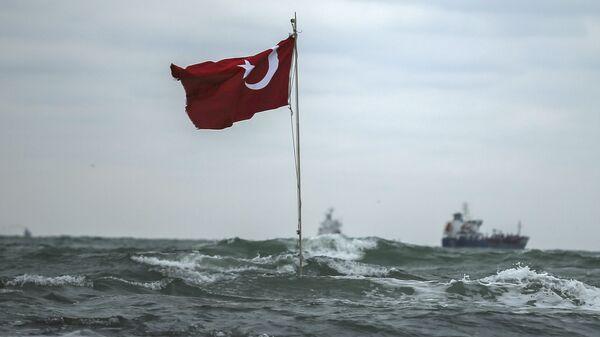 Una bandera de Turquía en la costa (archivo) - Sputnik Mundo