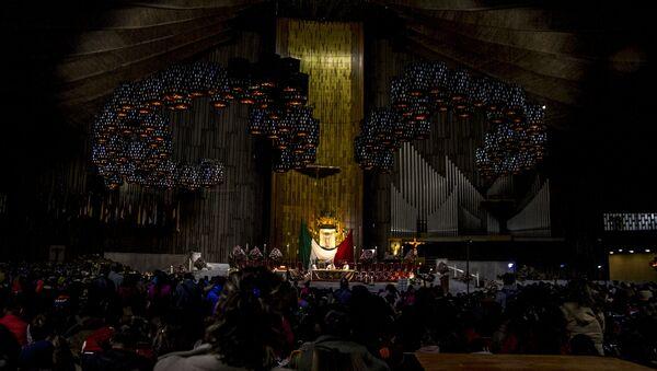 Una de las misas durante el festejo de la virgen en la Basílica de Guadalupe (Archivo) - Sputnik Mundo