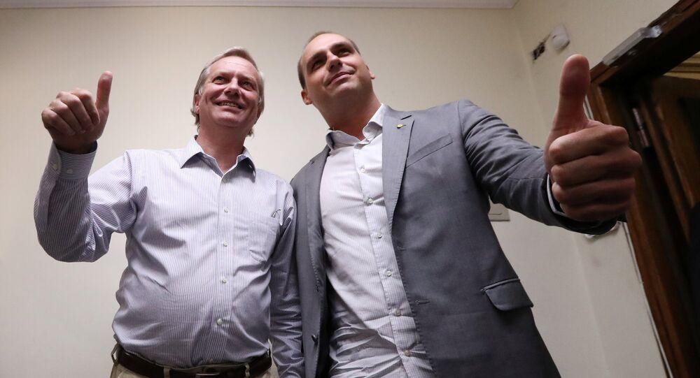 Líder de derecha y excandidato presidencial chileno, José Antonio Kast, сon diputado brasileño Eduardo Bolsonaro