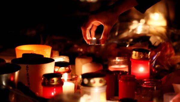 Velas en memoria de fallecidos en el ataque en Estrasburgo - Sputnik Mundo