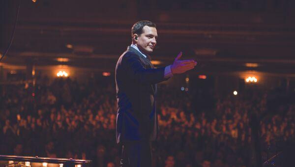 El cantante brasileño Daniel Boaventura en su concierto en el Teatro Metropólitan, en Ciudad de México - Sputnik Mundo