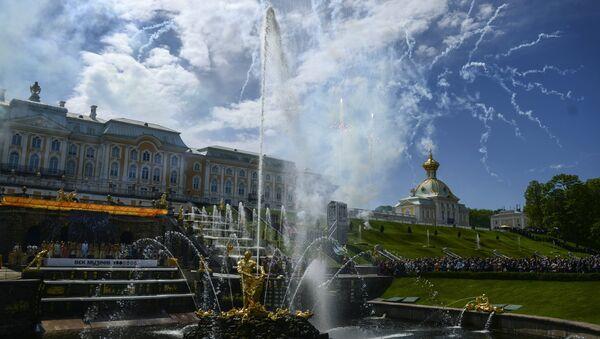Fiesta primaveral de las fuentes en el museo-reserva Peterhof - Sputnik Mundo