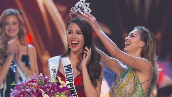 Las emociones de Miss Filipinas al convertirse en la nueva Miss Universo - Sputnik Mundo