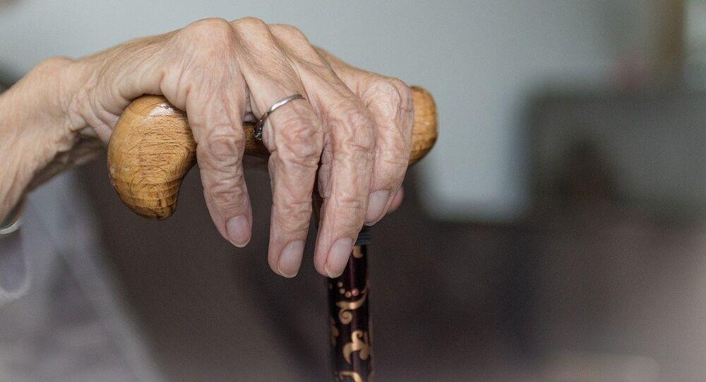 Una mujer vieja, referencial