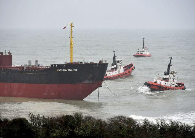 El carguero ruso Kuzma Minin cerca de la costa británica