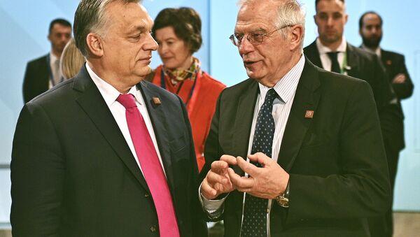 El primer ministro húngaro, Viktor Orban, y el ministro de Asuntos Exteriores español, Josep Borrell - Sputnik Mundo