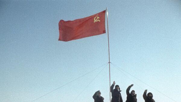 La bandera de la URSS (imagen referencial) - Sputnik Mundo