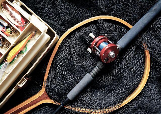 Una caña y la red para pescar (imagen referencial)
