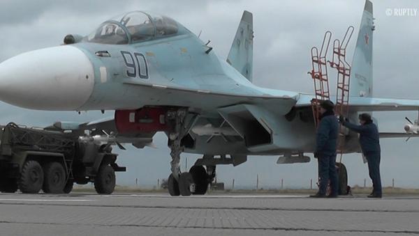Cazas rusos aterrizan en aeródromo crimeo tras su reconstrucción - Sputnik Mundo