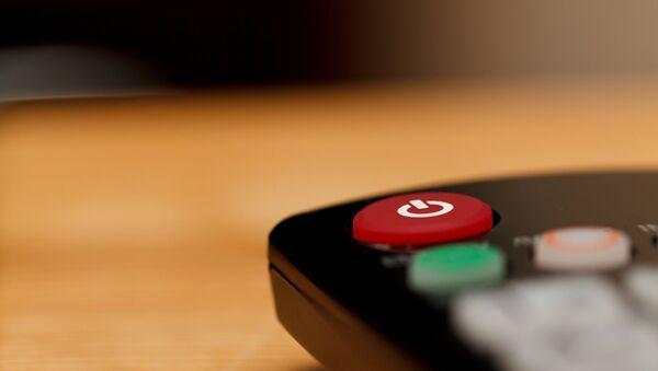 El botón de control remoto de un tele - Sputnik Mundo