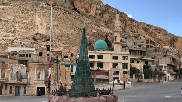 El Árbol de Navidad en la ciudad de Malula, Siria - Sputnik Mundo