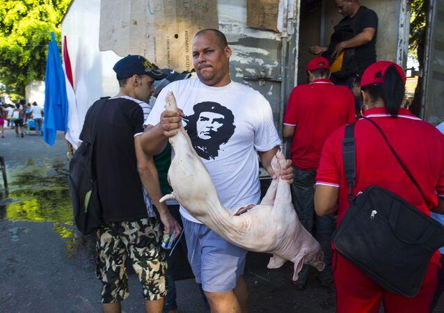 Venta de cerdo en Cuba