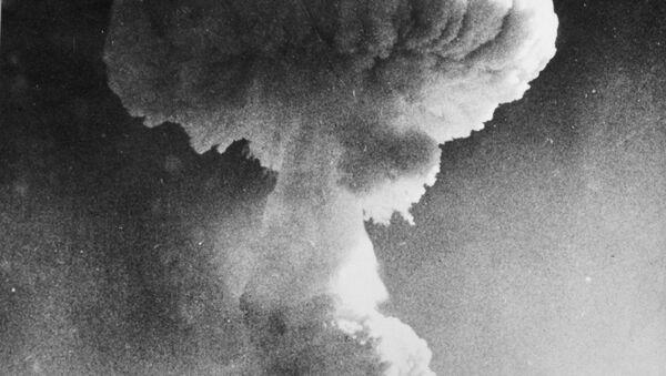Un ensayo de una bomba nuclear británica - Sputnik Mundo