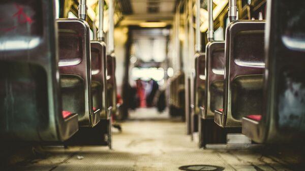 Dentro de un autobús (imagen referencial) - Sputnik Mundo