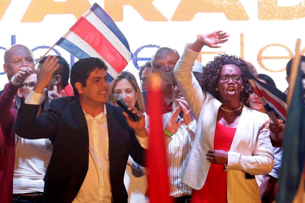 Tras las elecciones presidenciales del 1 de abril en Costa Rica, el candidato por el Partido Acción Ciudadana, Carlos Alvarado Quesada, de 38 años, se convirtió en el presidente más joven desde la fundación de la Segunda República. Su compañera de carrera, Epsy Campbell Bar, se convirtió en la primera mujer afrodescendiente que accede al cargo de vicepresidenta en América Latina.