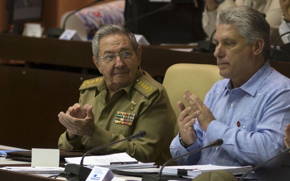 El 19 de abril, la Asamblea Nacional del Poder Popular de Cuba, máximo órgano del poder en la isla, ratificó la candidatura de Miguel Díaz-Canel como presidente de Gobierno. La decisión supuso un momento histórico, después de décadas de los hermanos Castro en el poder.