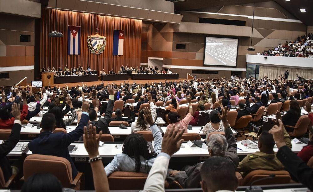 El 22 de diciembre, la Asamblea Nacional del Poder Popular de Cuba aprobó el proyecto de nueva Constitución del país isleño. La Carta Magna será sometida a un referéndum en febrero próximo.
