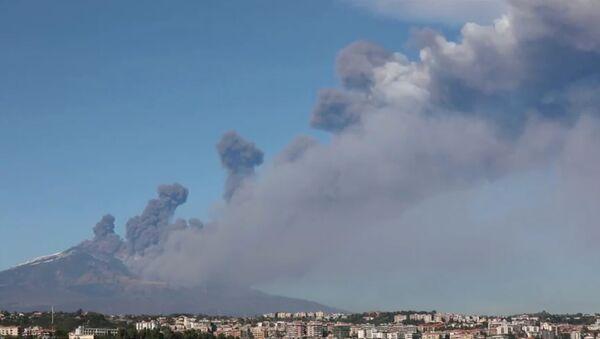 El Monte Etna en Sicilia - Sputnik Mundo