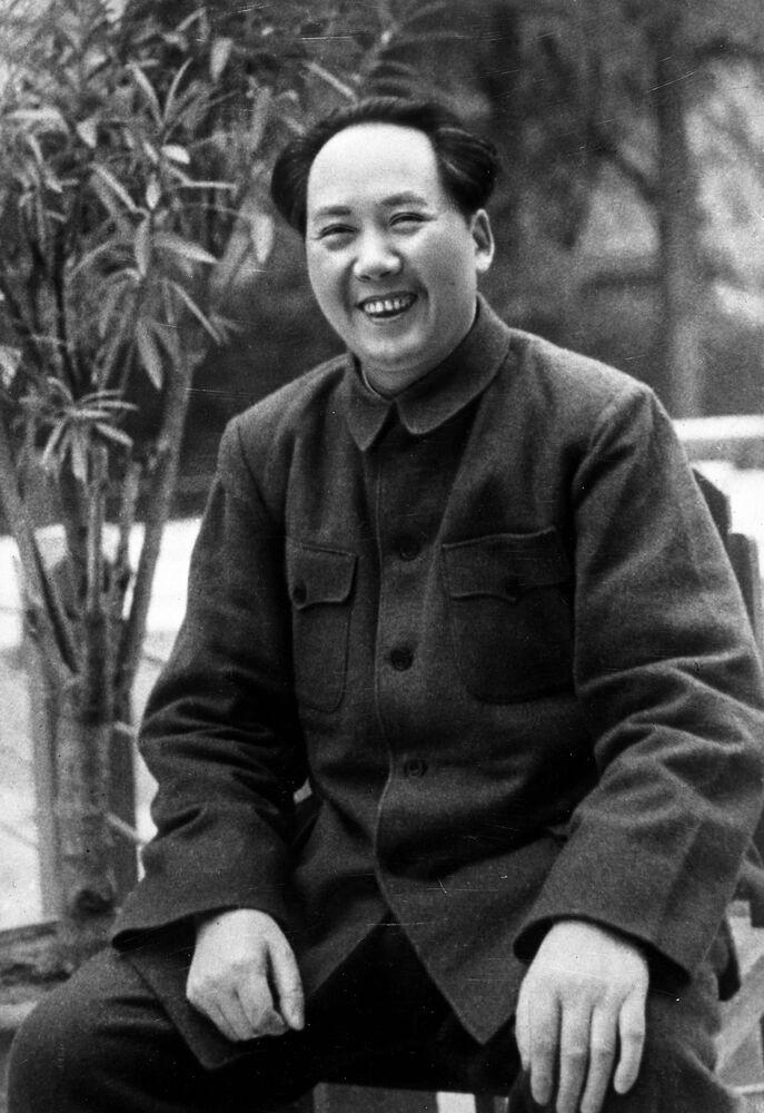 El 125 aniversario del nacimiento de Mao Zedong, en imágenes