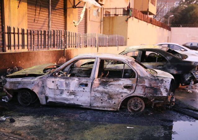 El lugar del atentado contra la sede del Ministerio de Exteriores de Libia