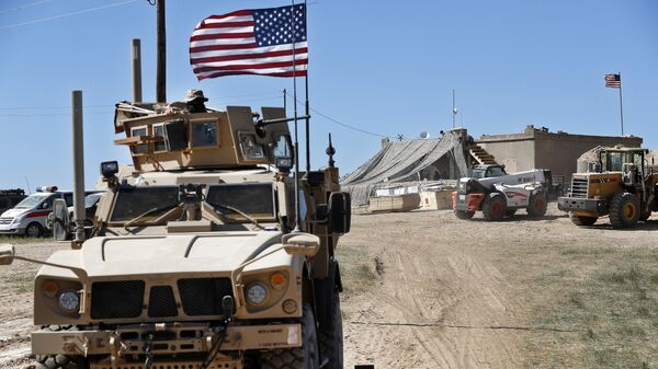 Un vehículo blindado de EEUU en Siria - Sputnik Mundo