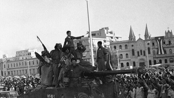 Entrada de Fidel Castro a La Habana en la caravana de victoria - Sputnik Mundo