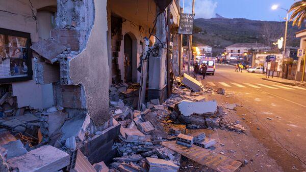 Las consecuencias del devastador terremoto en Italia - Sputnik Mundo