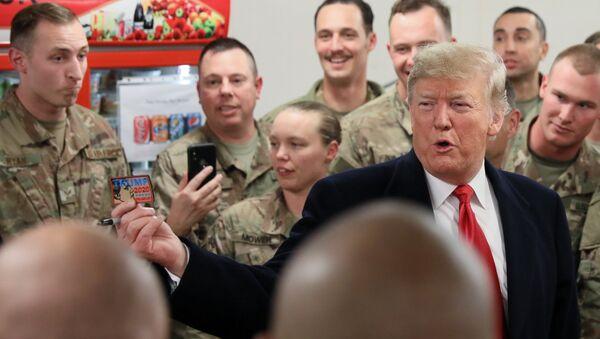 El presidente de EEUU, Donald Trump, en la base aérea Al Asad en Irak - Sputnik Mundo