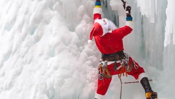Las vacaciones extremas de Papá Noel después de la Navidad - Sputnik Mundo