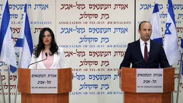 Los ministros de Educación y Justicia de Israel, Naftali Bennet y Ayelet Shaked - Sputnik Mundo