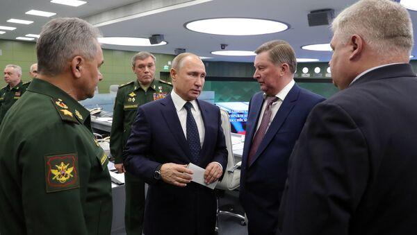 Vladímir Putin, presidente de Rusia, tras observar el lanzamiento del misil Avangard - Sputnik Mundo