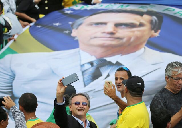Un poster con el retrato de Jair bolsonaro